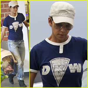 Halle Berry: Vet Visit with Pet Cat!