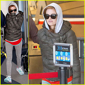 Isla Fisher: Post-SAG Awards LAX Departure!