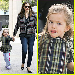 Jennifer Garner: 'Anything Goes' with Violet & Seraphina!