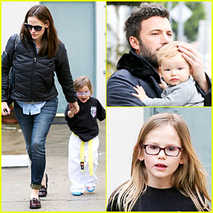 Jennifer Garner & Ben Affleck: Rainy Karate Drop-off!