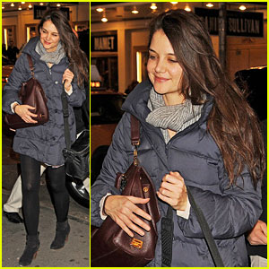 Katie Holmes: 'Dead Accounts' Arrival!