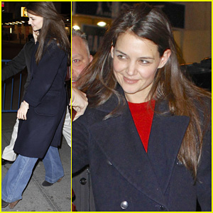 Katie Holmes: 'Dead Accounts' New Year Performance!