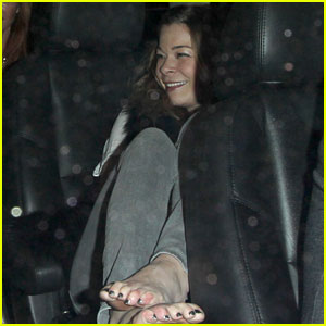 LeAnn Rimes: Barefoot In The Backseat!