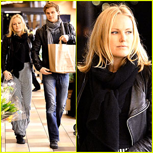 Malin Akerman: Grocery Shopping with Family Member!