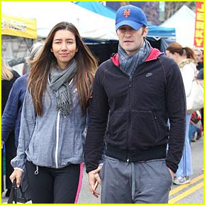 Matthew Morrison & Renee Puente: Strawberry Picking Couple!
