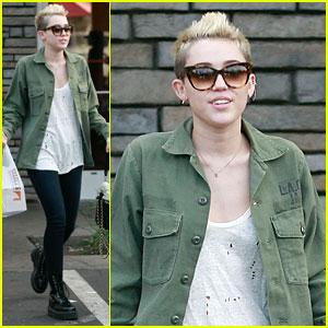 Miley Cyrus: Mexican Food Stop!