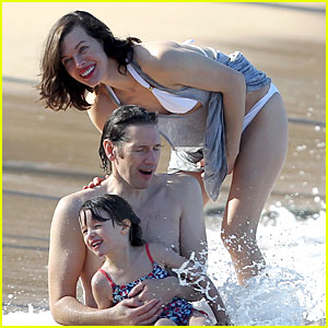 Milla Jovovich & Paul W.S. Anderson: Maui Beach with Ever!