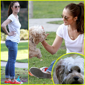 Minka Kelly: Dog Park Fun with Chewy!