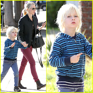 Naomi Watts: Grocery Shopping with Sasha!