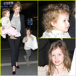 Nicole Kidman: Post-SAG Awards LAX Departure with the Girls!