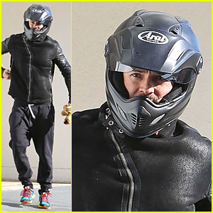 Orlando Bloom: Motorcycle Ride to the Gym!