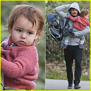 Orlando Bloom Walks Home with Flynn!