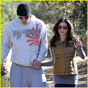Pregnant Jenna Dewan & Channing Tatum: Hiking with the Dogs!