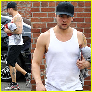 Ryan Phillippe: Muscle Man at the Gym!