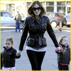 Sarah Jessica Parker &amp; the Twins: Matching Leather Jackets!