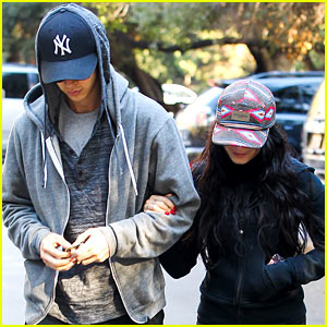 Vanessa Hudgens & Austin Butler: Early Morning Hike!