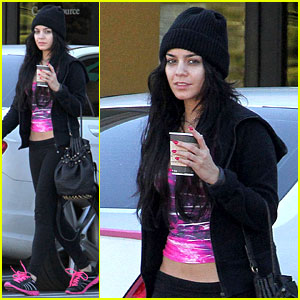 Vanessa Hudgens: Nail Salon Stop with Stella!