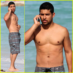 Wilmer Valderrama: Shirtless in Miami Beach!
