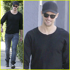 Alexander Skarsgard: Hollywood House Hunting!