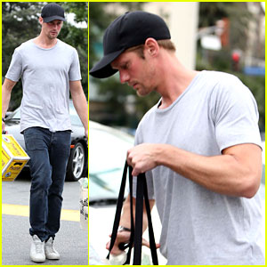 Alexander Skarsgard: Pre-Super Bowl Beer Run!