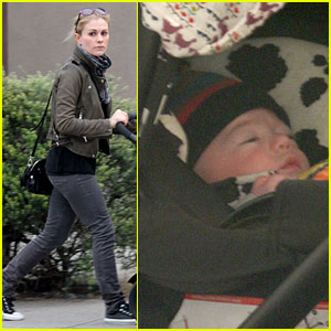 Anna Paquin: Shopping with One of Her Twins!