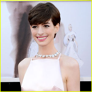 Anne Hathaway Wins Best Supporting Actress Oscar 2013