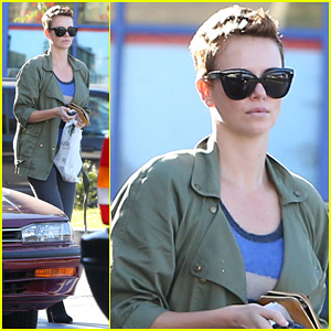 Charlize Theron: Bristol Farms Shopper!