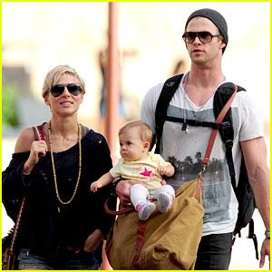 Chris Hemsworth & Elsa Pataky: Sydney Stroll with India!