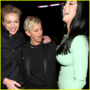 Ellen DeGeneres Peeps Katy Perry's Boobs at Grammys 2013!