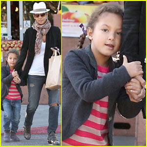 Halle Berry: Bristol Farms Stop with Nahla!