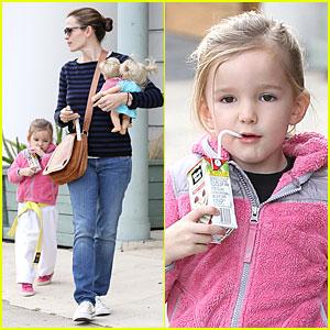 Jennifer Garner: Karate Drop-Off with Seraphina's Dolls!