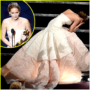 Jennifer Lawrence FALLS at Oscars 2013!