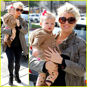 Jessica Simpson: Don Cuco Lunch with Baby Maxwell!