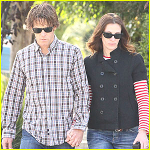 Julia Roberts & Danny Moder: Holding Hands in Santa Monica!