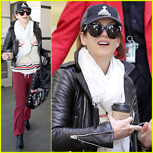 Kate Walsh: Post Super Bowl LAX Arrival!