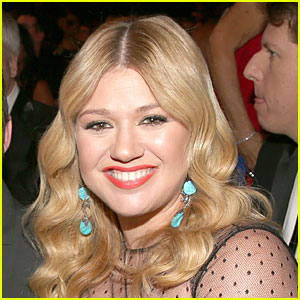 Kelly Clarkson: Clive Davis' Memoir Has False Information About My Music!