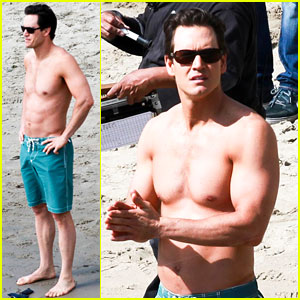 Mark-Paul Gosselaar: Shirtless on 'Franklin & Bash' Set!