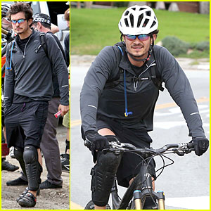 Orlando Bloom: Safety Helmet for Atladena Bike Ride!