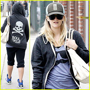 Reese Witherspoon: Soul Cycle Supporter!