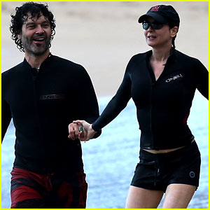 Renee Zellweger: Hawaii Hand Holding with Doyle Bramhall II!