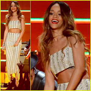 Rihanna: Bob Marley Tribute at Grammys 2013 - WATCH NOW!