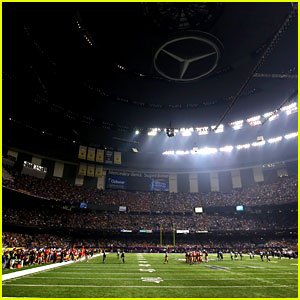 Super Bowl Power Outage 2013 - Game Delayed by Black Out!
