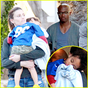 Taye Diggs &#038; Idina Menzel: Super Bowl Party with Walker!