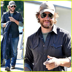 Taylor Kitsch: Hand Bandage at Kings Road Cafe