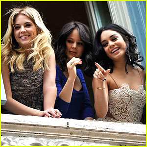 Vanessa Hudgens & Ashley Benson: 'Spring Breakers' Kisses in Rome!