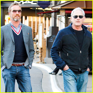 Victor Garber & Rainer Andreesen: Grove Shopping Couple!