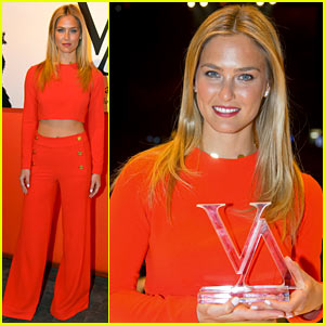 Bar Refaeli: Style Icon Winner at the Vienna Awards!
