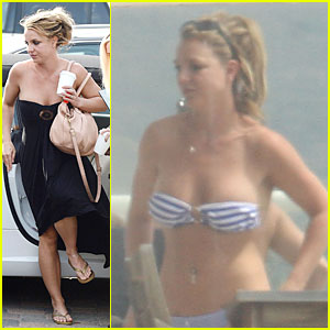 Britney Spears: Bikini Visiting Friend!