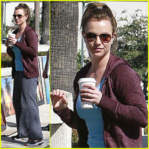 Britney Spears: Painting Shopping Gal!