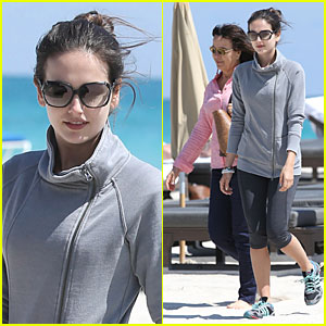 Camilla Belle: Miami Walk with Mom Cristina!